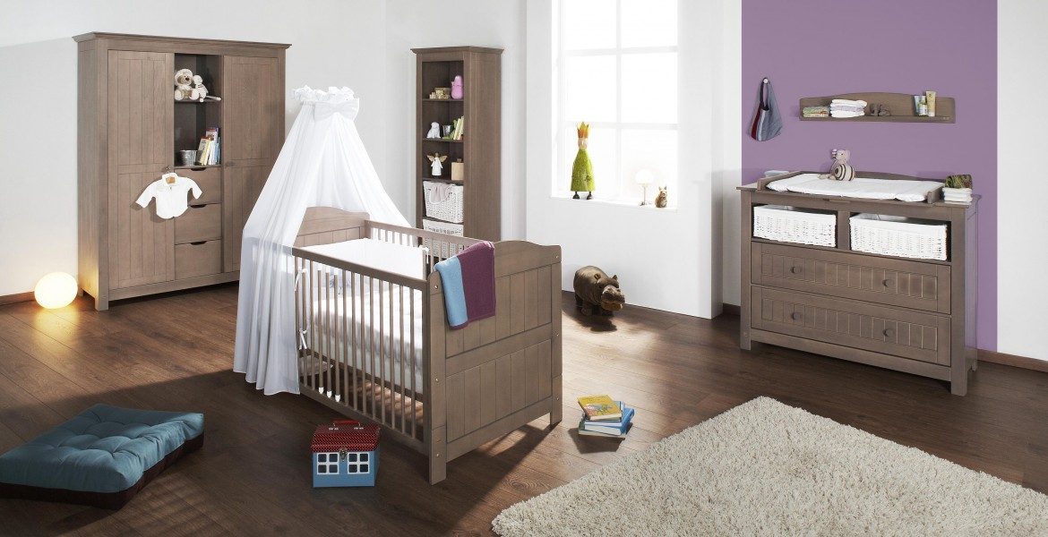 amenager coin bebe dans salon coin jeux chambre avec miroir tapis ika lange et arche hess. Black Bedroom Furniture Sets. Home Design Ideas